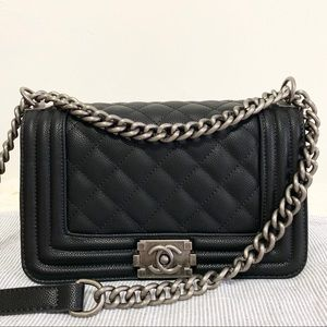 Chanel 11 x 7 x 3 black